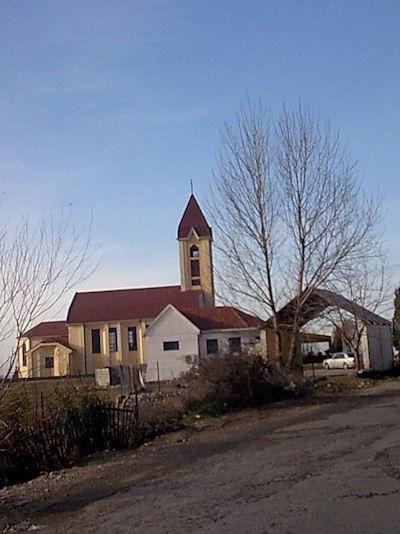 Kishë në hyrje të Koplikut